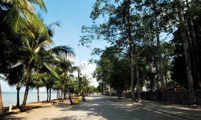 the start of bang saray beach road